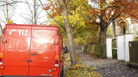 Den letzten Notruf längst erlebt und dennoch gebraucht: alter Feuerwehrbus auf der Klarastraße