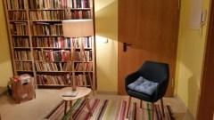 Freitags öffnet die nordische Bibliothek und lädt zum Schmökern und Ausleihen ein.