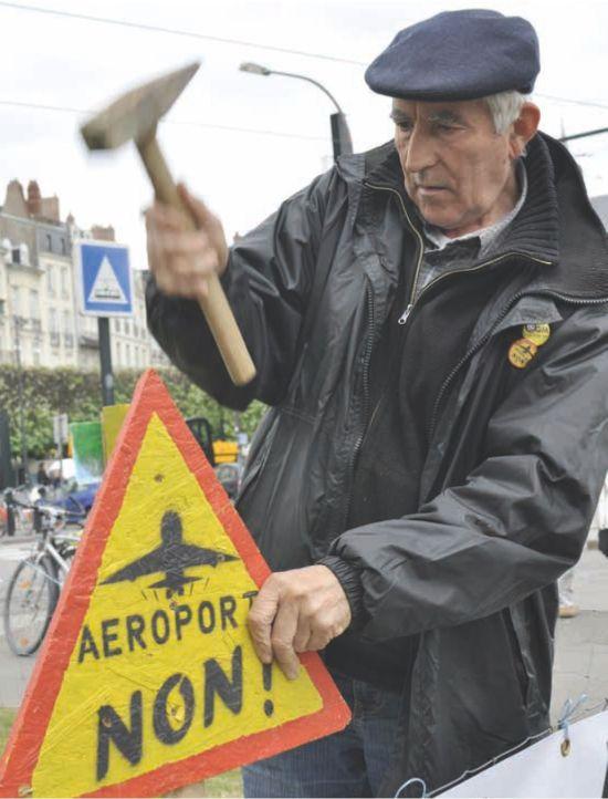 Aktivist am Airport Nantes (Frankreich) - Foto: Anthony Vincent