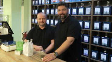 Mike Thiele und Sven Köpp führen die Tee-Galerie