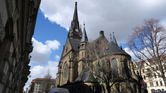 Martin-Luther-Kirche mit Turmuhr