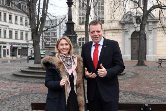 """Anja Beckert, Chefin des Kindermodeladens """"Apfel & Bäckchen"""" und Hoteldirektor Ralf J. Kutzner freuen sich auf """"Picknick und Party"""""""