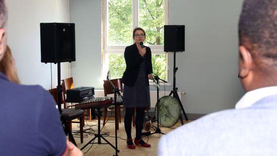 Kulturbürgermeisterin Annekatrin Klepsch bei der Ausstellungseröffnung.
