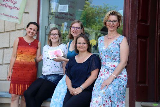 Die Stadtspielerinnen mit Chefin Anja Gena in der Mitte