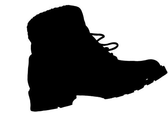 Winterstiefel und Sneaker aus Auto geklaut.