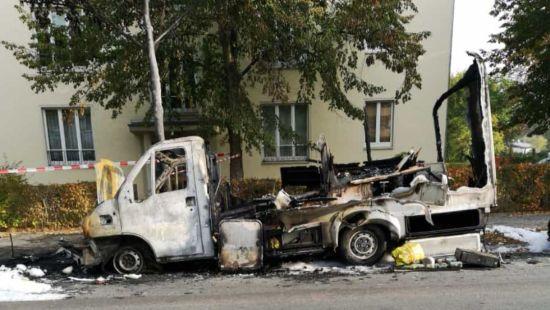 Ausgebranntes Wohnmobil auf der Charlottenstraße.