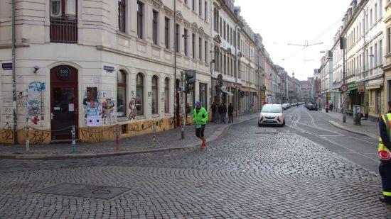 Zehn nach elf scheuchte der Besenwagen den letzten Läufer um die Ecke.