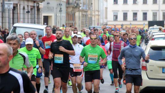 Teilnehmer des Dresden Marathon auf der Kamenzer Straße