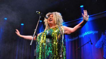 Claudia Goslar als Shirley Bassey - Foto: Angela Stuhrberg
