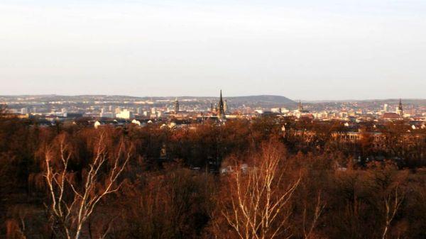 Schule mit Ausblick. Von der Marienallee sieht man fast die ganze Neustadt.