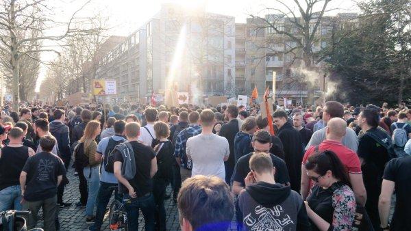 Zwischenkundgebung am Jorge-Gomondai-Platz