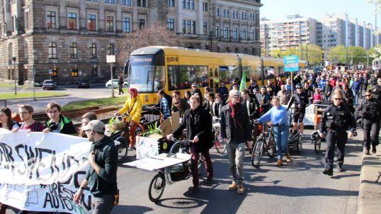 Verkehrswende-Demo auf der Carolabrücke