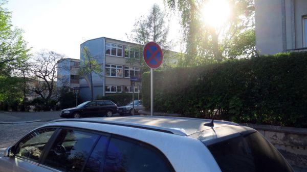 Halteverbotsschild an der Forststraße.