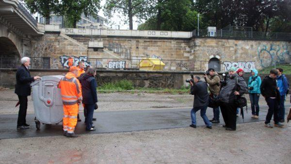 Das Müllthema scheint die Öffentlichkeit zu interessieren. Medienvertreter kamen in Scharen.