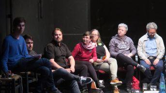 Moderator, Hans-Jürgen Rosch und Johannes Albrecht Heinke (CDU), Tina Siebeneicher und Ulla Wacker (Grüne), Caroline Lentz und Magnus Hecht (Linke) . (v.l.)