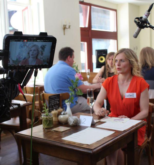 Hauptdarstellerin Ulrike Sperberg in der Kuchenglocke