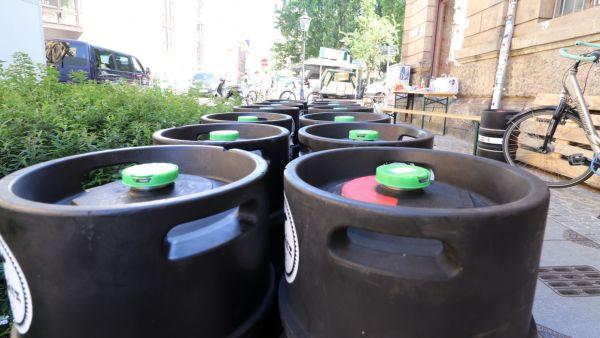 Luther-Straße mit viel Bier