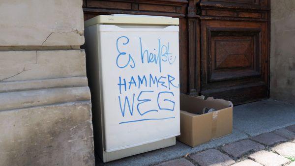 Der dezente Hinweis: Auf dem Hammerweg gibt es ne Entsorgungsstelle für nicht kühlende Kühlschränke.