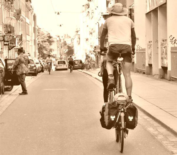 Hoch zu Rade durch die Neustadt reiten