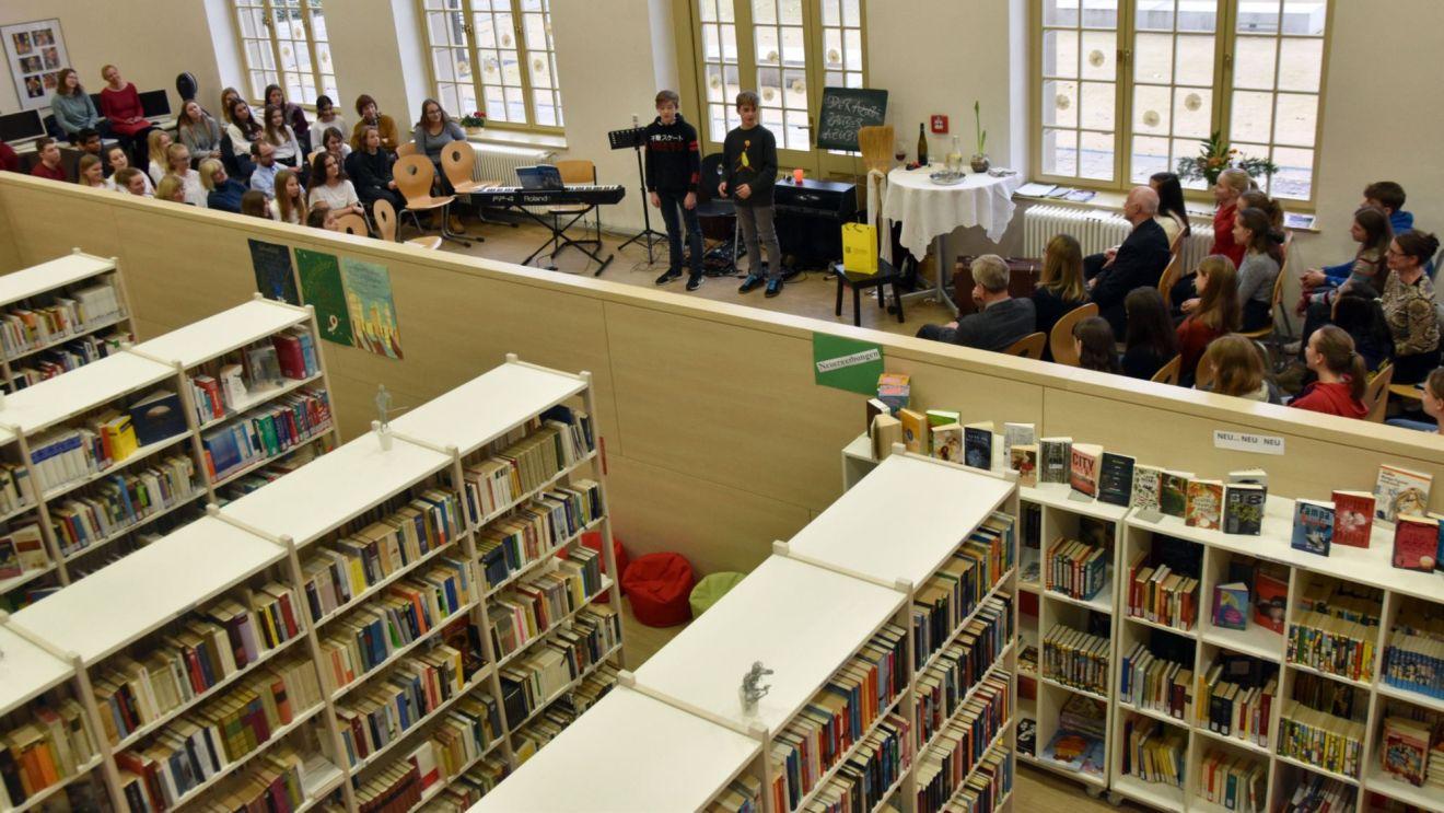 Schulbibliothek im Romain-Rolland-Gymmnasium