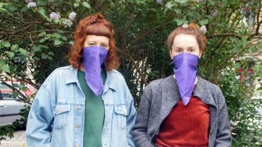 """Julia und Helen sind das frisch gegründete Kollektiv """"Purple Masks"""". Foto Philine"""