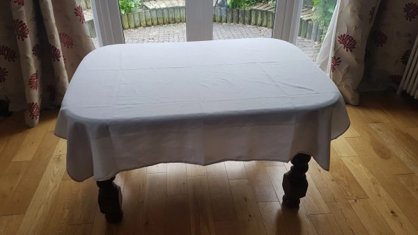 white L cloth clear table