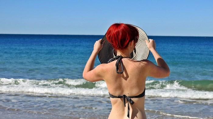 Kings Beach - Jacqui & hat