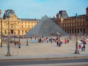Never Ending Honeymoon | The Lourve, Paris