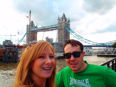 Never Ending Honeymoon | Jacqui and Daniel at the Tower Bridge, London