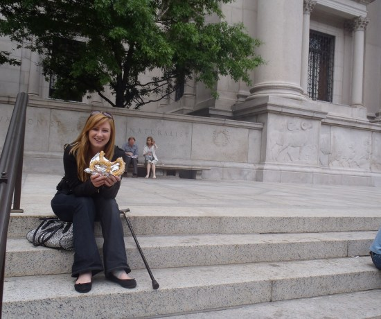 Never Ending Honeymoon: Jacqui eating pretzels in New York City!
