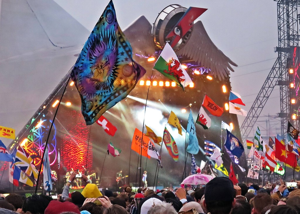 Glastonbury 2016 26 June Sunday night Coldplay on Pyramid Stage WS