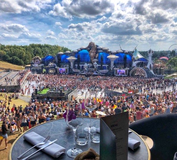 tomorrowland mainstage restaurant