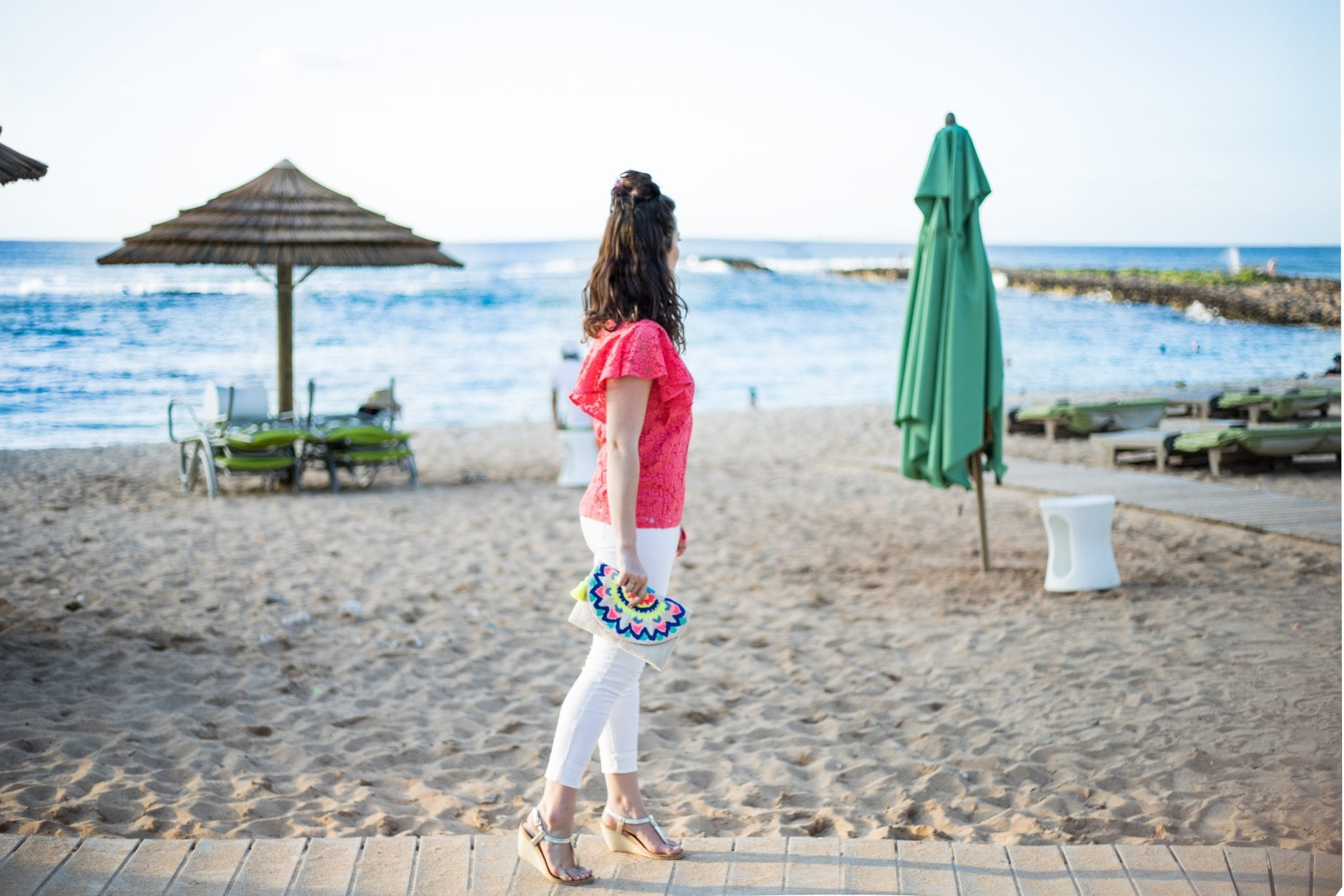 Beach Vacation Dinner Look | Summer outfits | vacay outfits | Summer date night look | white jeans | top knot | Beach outfit
