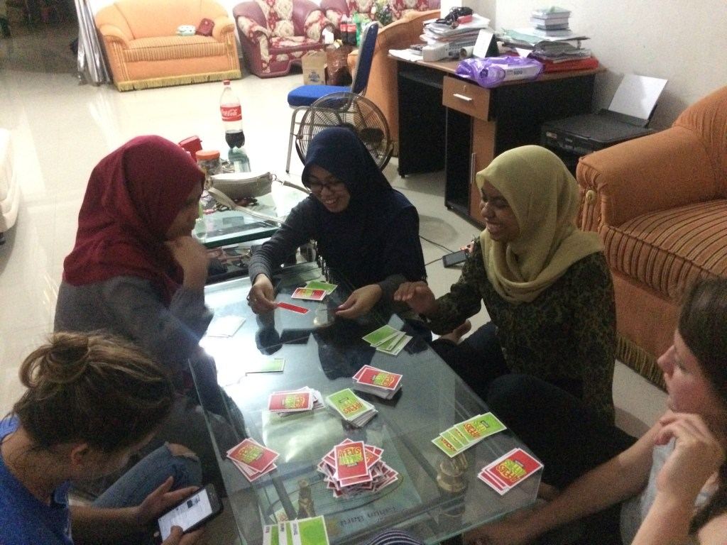 Introducing bahasa tutors to Apples to Apples