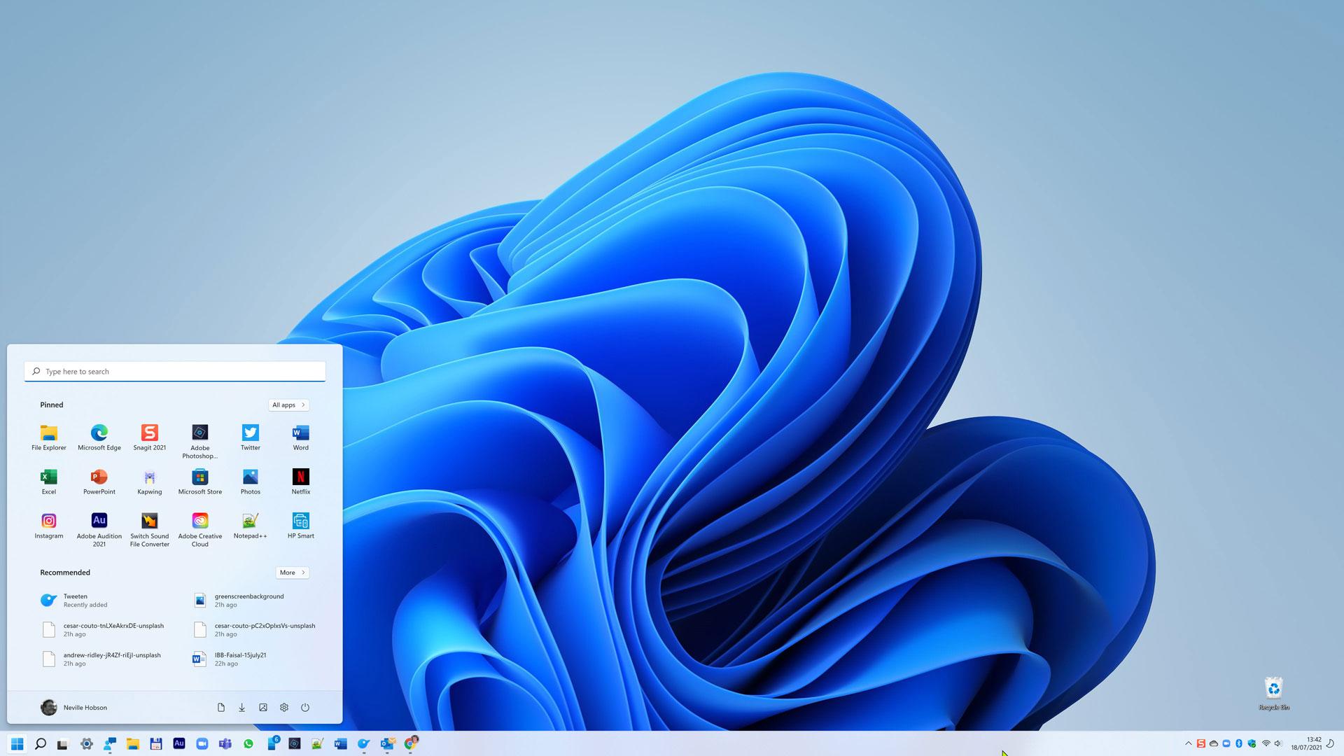 Windows 11 Start menu and taskbar ranged left