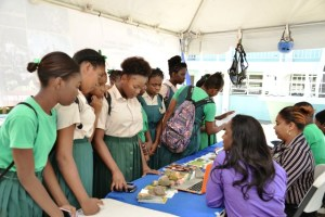Students of the Cayon High School shows keen interest in Delisle Walwyn (SKY Safari and Kantours)