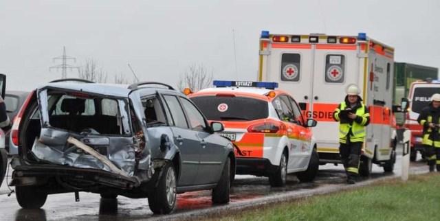 11-04-2012 verkehrsunfall a7 berkheim feuerwehr-erolzheim new-facts-eu