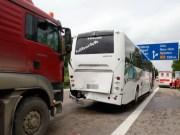 14-06-2013 bab-a7 senden auffahrunfall schulbus holztransport verletzte rettungsdienst zwiebler new-facts-eu20130614 titel