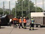 15-06-2013 bab-a8 laupheim umgestürzter-pferdeanhänger sperrung obeser new-facts-eu20130615 titel