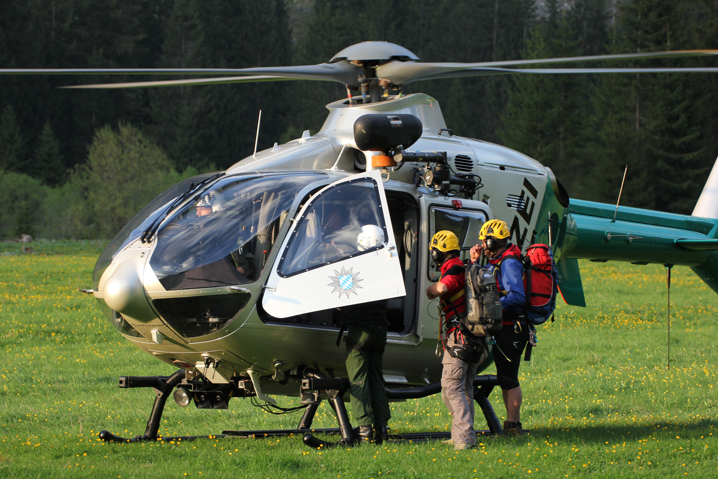 16-05-2013 oberallgau oberstdorf bergwacht polizeihubschrauber rettungsaktion hahnenkopf poeppel new-facts-eu20130516 0156