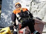 03-09-2013 neu-ulm illertissen arebitsunfall lebensbedrohlich schacht feuerwehr-illertissen wis new-facts-eu20130903 titel