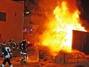 14-02-2014 guenzburg ellzee containerbrand flammen giftstoffe feuerwehr messungen foto-weiss new-facts-eu20140214 titel