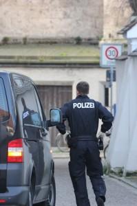 02-04-2014_memmingen_mindelheim_durchsuchungs-festnahmeaktion_geldautomaten_polizei_groll_new-facts-eu20140402_0009