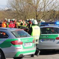 11-02-2014_b12-Altdorf_geisenried_sieben-schwerverletzte_feuerwehr_lkw_pkw_poeppel__bringezu_new-facts-eu20140211_0038