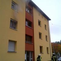 12-10-2013_neu-ulm_memminger-strasse_zimmerbrand_mehrfamilienhaus_zwiebler_new-facts-eu20131012_0010