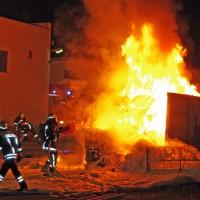 14-02-2014_guenzburg_ellzee_containerbrand_flammen_giftstoffe_feuerwehr_messungen_foto-weiss_new-facts-eu20140214_0002