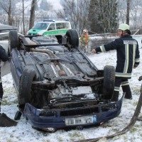 22-02-2014_oberallgaeu_immenstadt_unfall_ueberschlag-pkw_feuerwehr_liss_new-facts-eu20140222_0001
