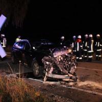 Breitenbrunn - Pkw prallt gegen Regionalzug - Fahrer mittelschwer verletzt - Fahrgäste unverletzt