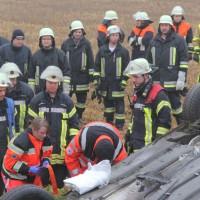 26-12-2013_b16_loppenhausen_pkw-uberschlagen_verletzte_feuerwehr_poeppel_new-facts-eu20131226_0011