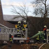 28-12-2013_unterallgau_greimeltshofen_brand_pkw_landwirtschfatliches-anwesen_feuerwehr_wis_new-facts-eu20131228_0003